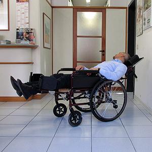 Carrozzina repos con schienale reclinabile prolungato e for Sedia a rotelle reclinabile