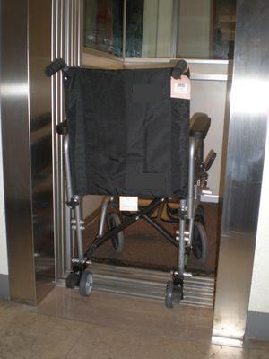 Carrozzina standard per anziani e disabili - Carrozzina per bagno disabili ...